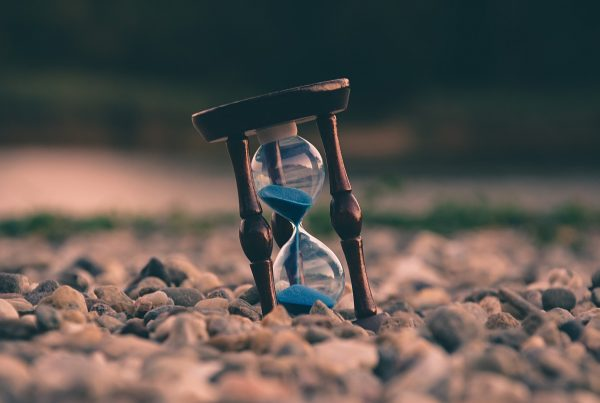 Photo of an hourglass, representing investment horizon